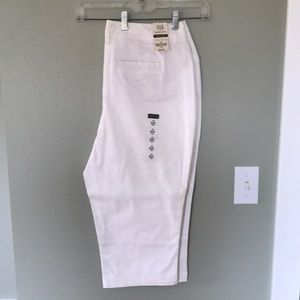 NEW St Johns Bay White Capris sz 14